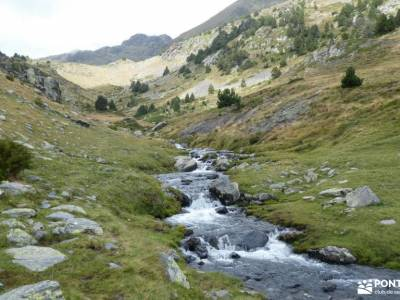 Andorra-País de los Pirineos; federacion española de deportes de montaña mochila treking senderismo
